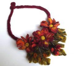 naszyjnik kwiaty filcowany
