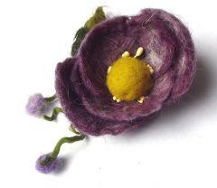 broszka filcowana na mokro kwiat fioletowy