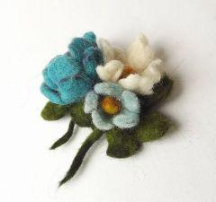 bukiet kwiatow broszka filcowana na mokro