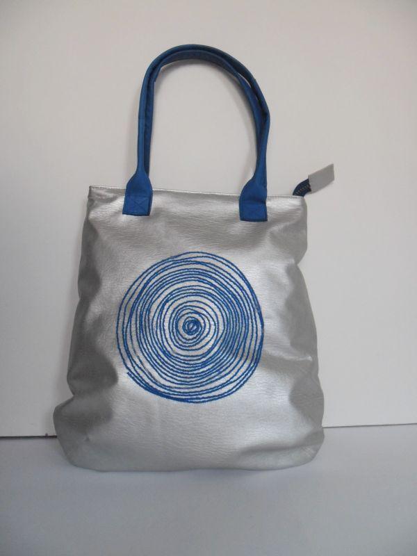 3eff903eaaf74 Jaką torebkę wybrać do letnich kreacji