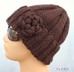 br�zowa czapka na drutach z kwiatem